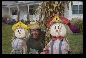 Fall2013-ScarecrowsandDave-InnHarborHill