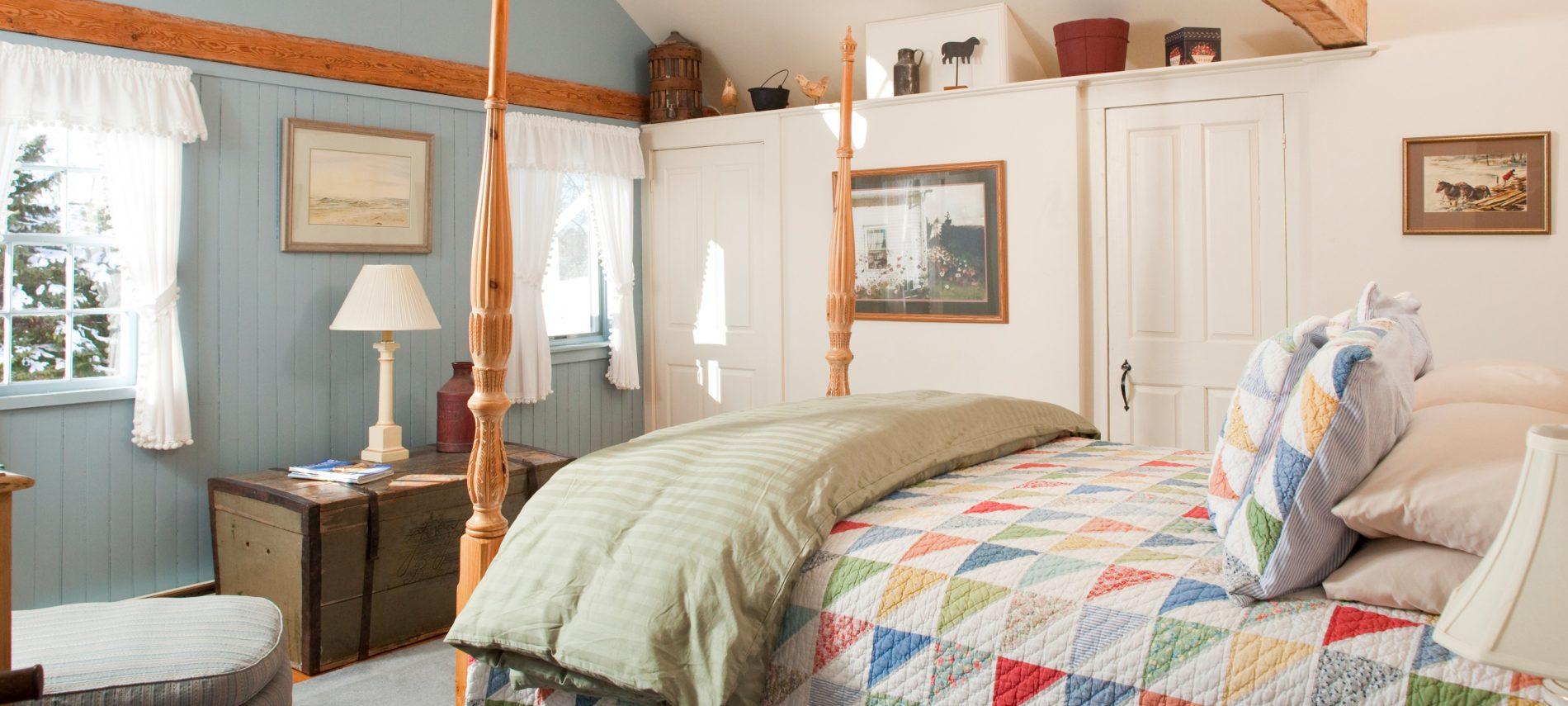 Captain Jefferds Inn's pet friendly Vermont Room