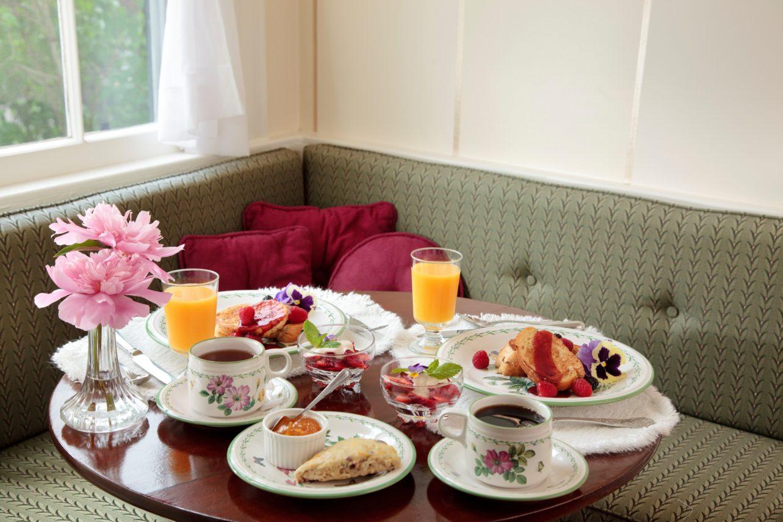 breakfast table at Captain's House Inn