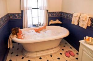Grafton Inn guest room bath