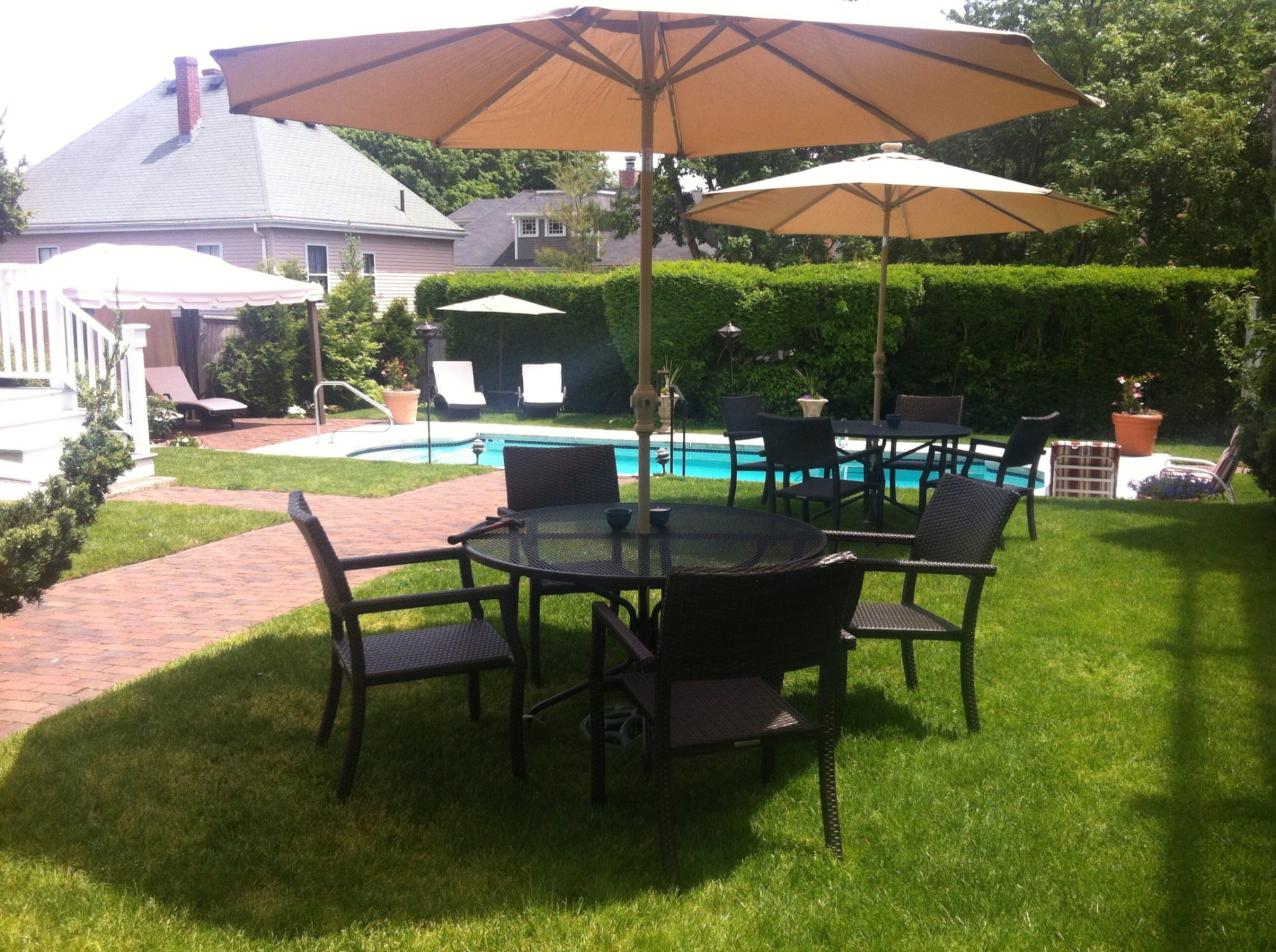 Guests Enjoy Private Tables At Harbor Light Inn In Marblehead, MA
