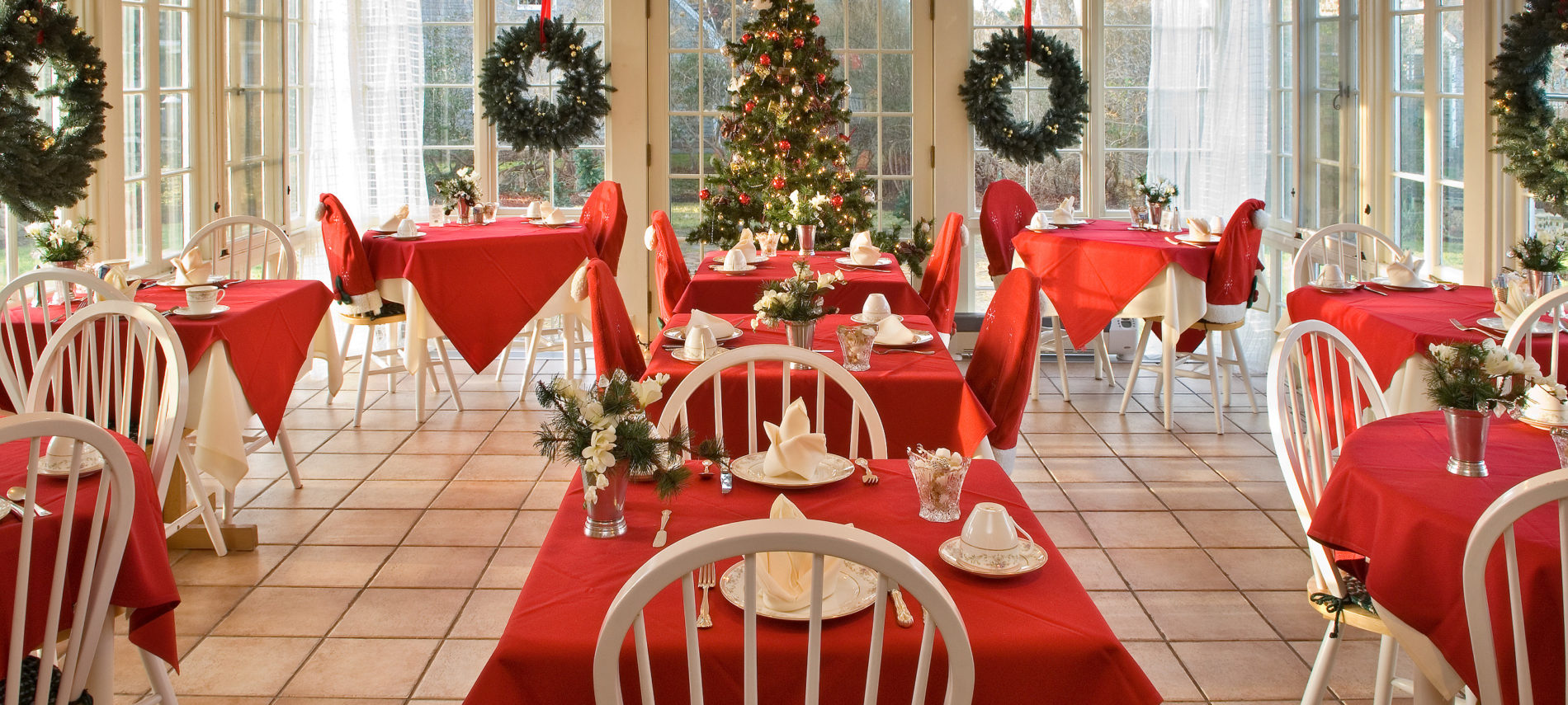 Captain's House Inn dining room decorated for the holidays