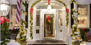Holiday decorations at Captain Jefferds Inn