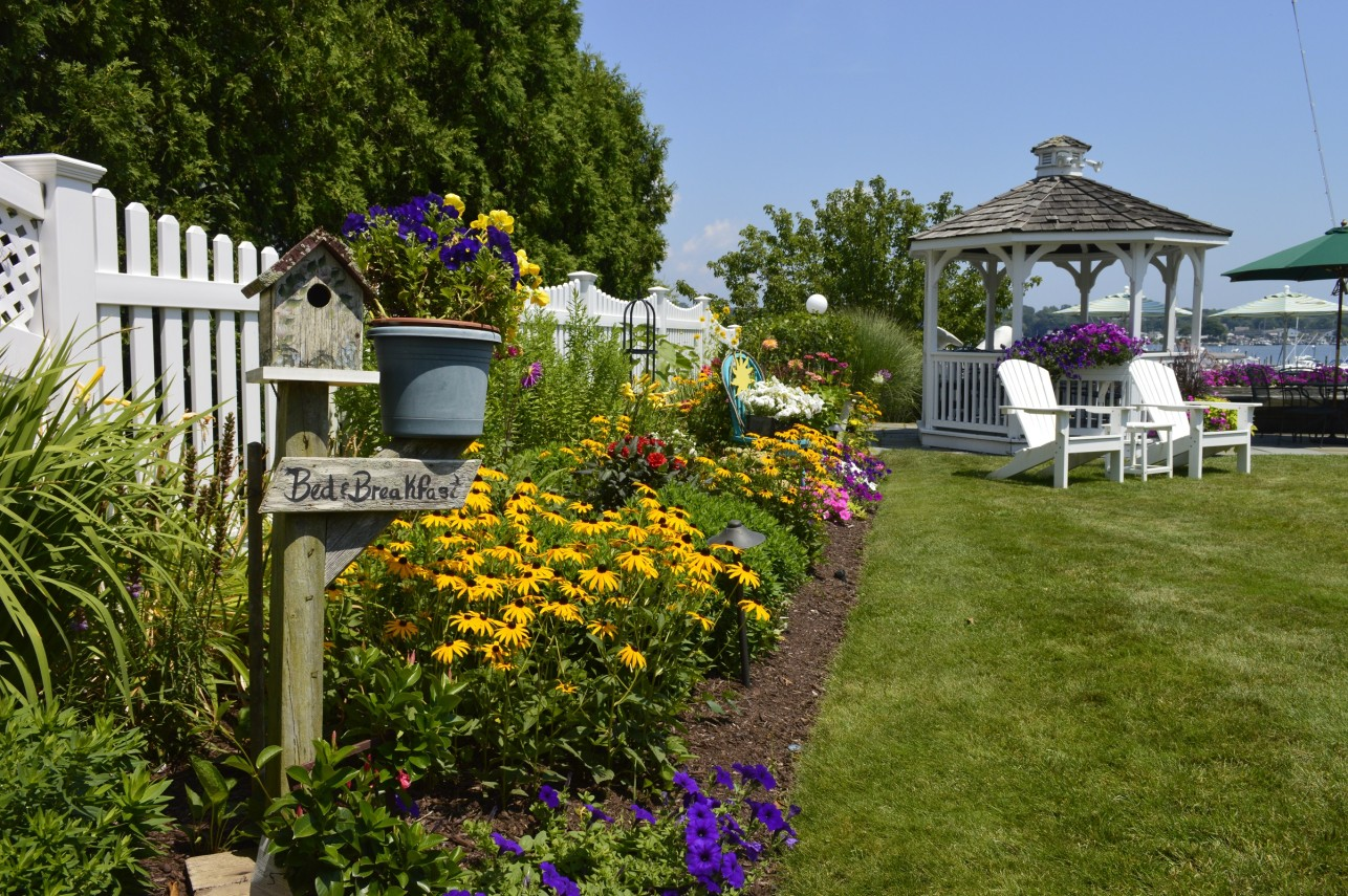 gardens at Inn at Harbor Hill Marina
