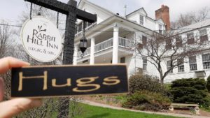 Hugs sign at Rabbit Hill Inn