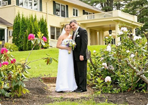 Wedding couple in front of Manor on Golden Pond