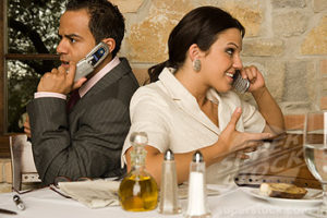 cell phones at restaurants
