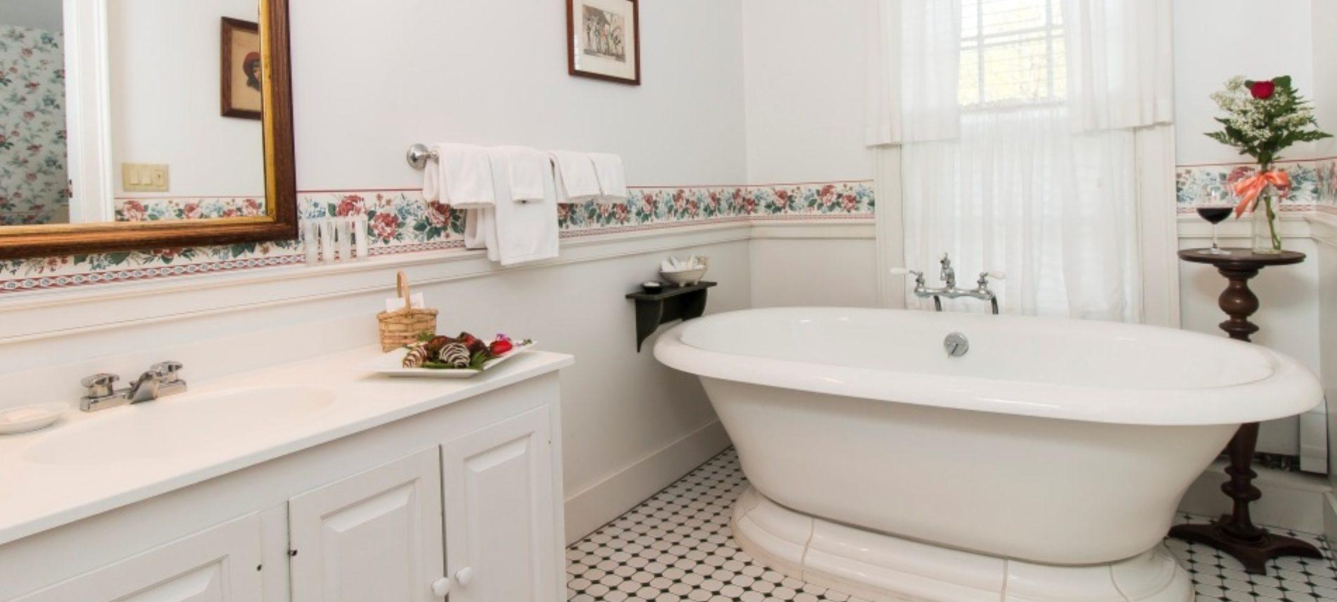 romantic soaking tub at the Grafton Inn